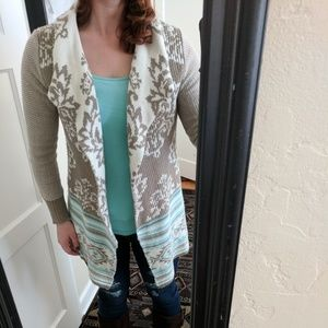 Sweaters - Women's medium shawl